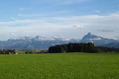V. l.: Hochplatte, Tegelberg, Hoher Straußberg (in Wolken) und Säuling.