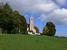 Der Georgiberg und die Kirche St. Georg in Germaringen