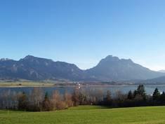 Die Ostallgäuer Landschaft bietet alles, was das Herz begehrt: Wiesen, Wälder, Gewässer, Berge und Vieles mehr