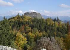 Ist der Hügel, auf dem die Burg Eisenberg steht, ein versteinerter Riese?