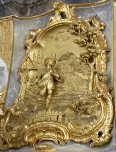 Der Hintergrund dieses Kanzelbildes zeigt eine alte Ansicht von Bidingen.