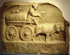 Römischer Warentransport (Kopie im Dorfmuseum von Roßhaupten) und ein neu errichteter Meilenstein bei Dietringen über dem Forggensee